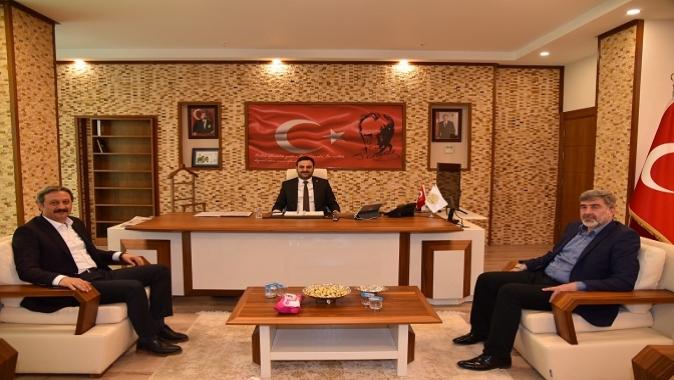 Başkan Özlü milletvekillerini makamında ağırladı. Milletvekilleri Başkan Özlüyü ziyaret etti