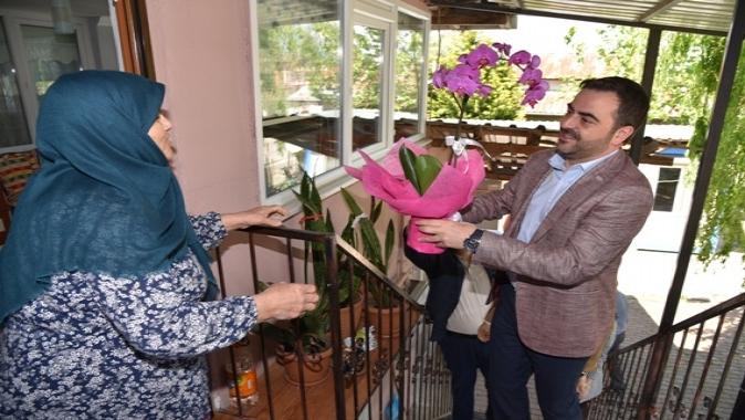 Başkandan Engelli Komşularına ve Annelere Sürpriz Ziyaret