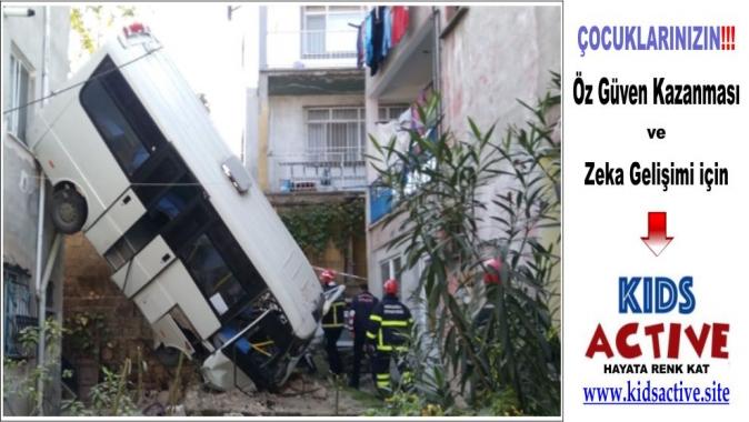 Gölcük'te meydana gelen kazada yaralı sayısı yükseliyor, Feci kazada yaralı sayısı 20'ye yükseldi, Kocaeli'nin Gölcük ilçesi, Gölcük Şehitler Mahallesi,