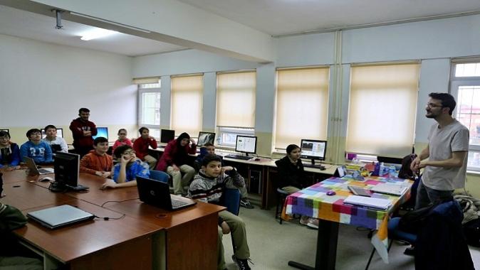 GTÜ'lü Öğrenciler Ortaokulda Yazılım ve Kodlama Anlattı