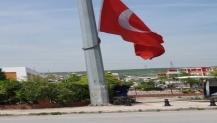 Yıpranan bayraklar yenilendi