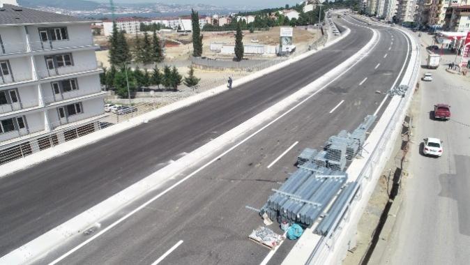 Yüzbaşılar Kavşağı'nda köprü üstü asfalt serimi
